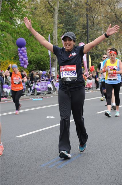 Reliable professional photographer works the London Marathon 2016